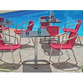 Chaise avec tressage coloré